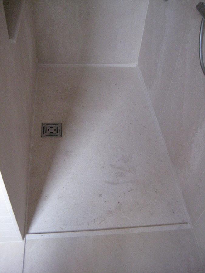 Badkamer in kalksteen Simyra brossato