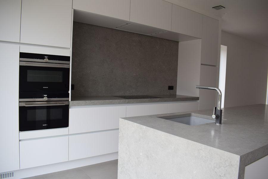 Keuken in kwartscomposiet concreto